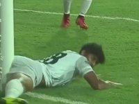 Golü Durdurmak İçin Erkeklikten Vazgeçen Futbolcu
