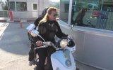 Geç Kalanları Motosikleti ile Sınava Yetiştiren Güvenlik Görevlisi