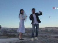 Erik Dalı Oynayarak Isınan Çinli Turistler
