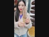 Dondurmayı Seven Asyalı Kız