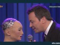 Jimmy Fallon ile Robot Sophia'nın Düet Yapması