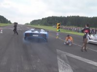 Lamborghini'nin Altında Kalayazan Kameraman