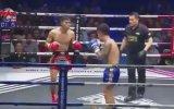 Muay Thai Dövüşçüsünün Rakiple Birlikte Hakemi de Nakavt Etmesi