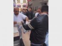 Çiğ Köfteci Ali Ustanın Poşeti Açmayan Müşteriyi Pataklaması