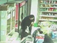 Pitbull Saldırısına Uğrayan Gencin Esnaf Tarafından Kurtarılması