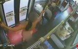 Otobüste Soyunup Direk Dansı Yapan Hatun