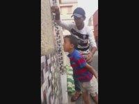 Duvara Kafa Attırılan Saf Çocuk