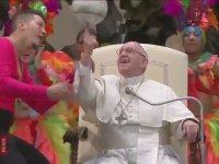 Parmağında Top Çeviren Papa