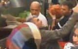 Çiğ Köfteci Ali Usta'nın Kendisiyle Selfie Çekene Tavrı