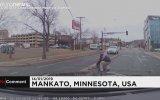 ABD'de Yürüyen Araçtan Düşen Bebek