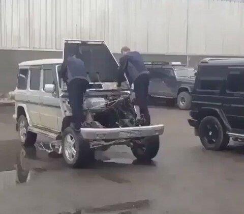 İki İnsan Gücündeki Otomobil