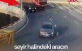 Trafikte Arabadan Düşen Çocuk ile Annesi