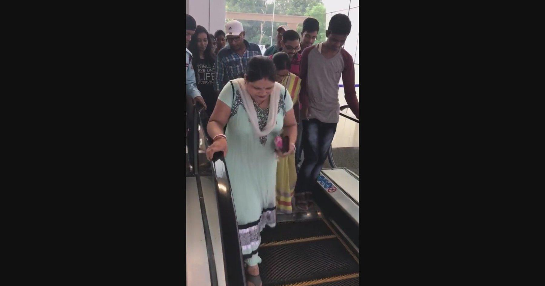Hintli Kadının Yürüyen Merdiven ile İmtihanı