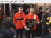 Çiğ Köfteci Ali Ustanın Şarkı Söyleyen Gençlere Saldırması