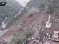 Bolivya'da İnsanların Altında Kaldığı Toprak Kayması