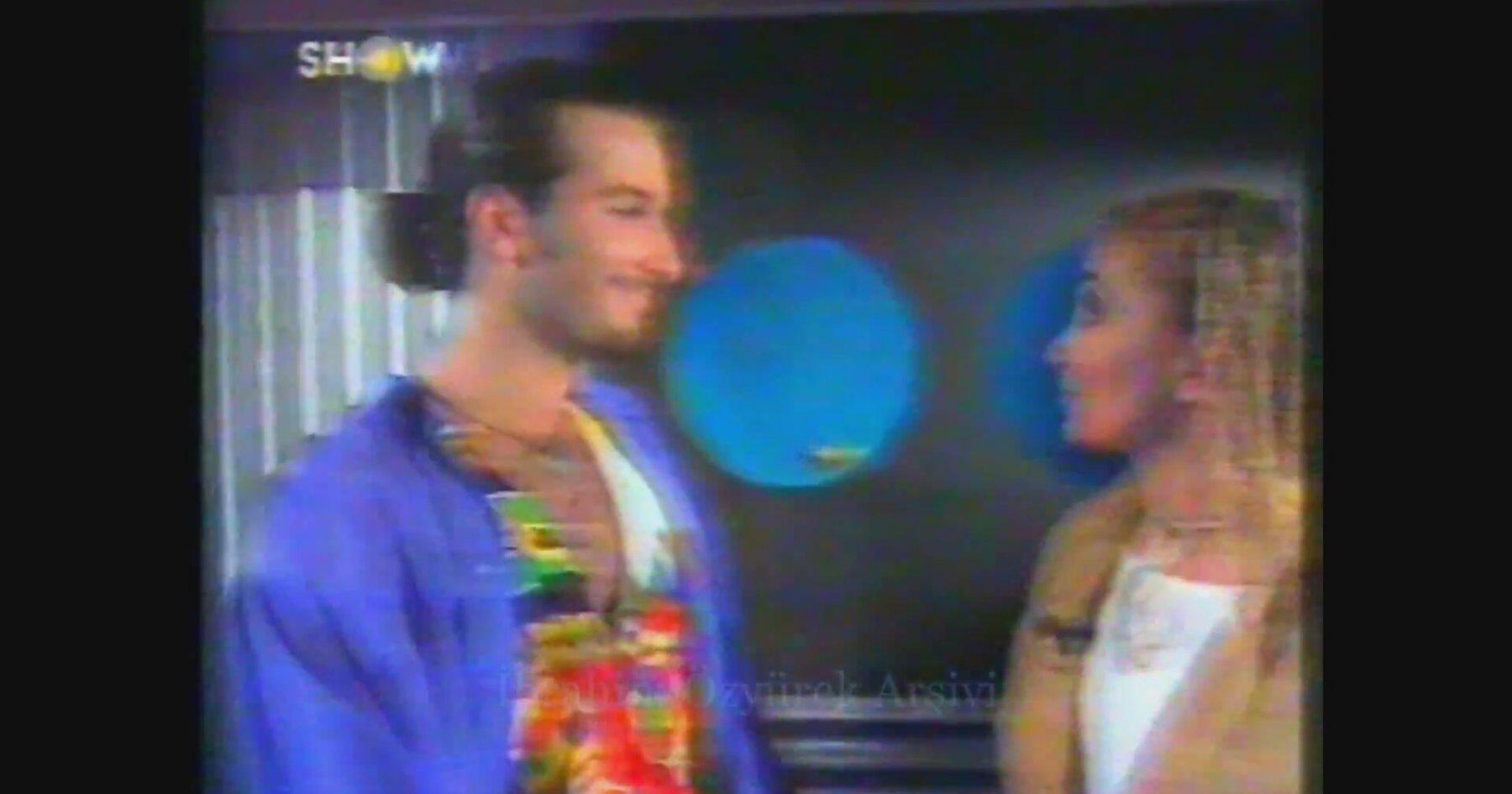 Tarkan'a Hakkında Çıkan Eşcinsel Haberlerini Soran Yonca Evcimik (1993)