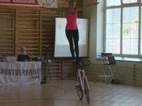 Artistik Bisikletçi Nicole Frýbortová