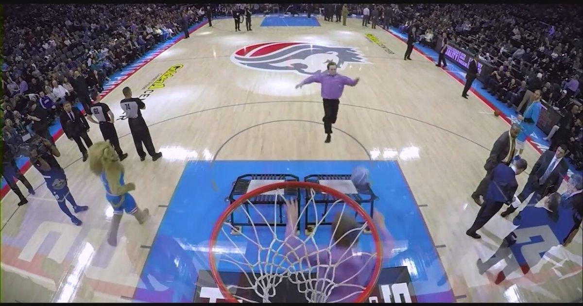 Basket Maçında Annesine Sürpriz Yapan Asker