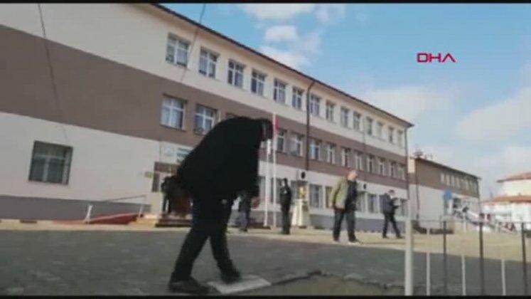 Öğretmene Falçatayla Saldıran Kadın Veli