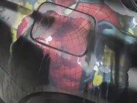 Sıcak Suyu Yiyince Örümcek Adam Kusan Araba