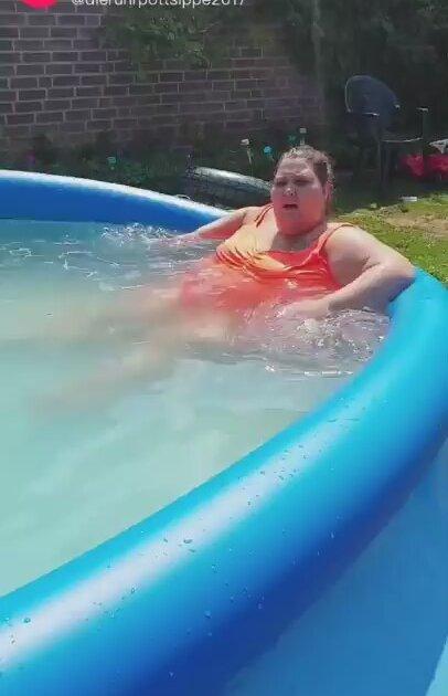 Şişman Kadın Kusan Şişme Havuz