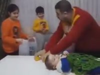 Çiğ Köfteci Ali Usta Taklidi Yapan Baba