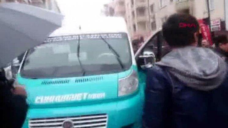 Yol Ortasında Meydan Savaşı Yapan Sürücüler