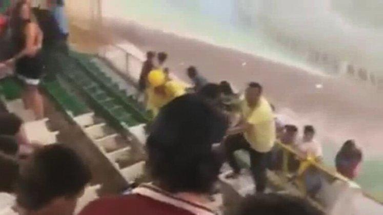 Stadın Maç Esnasında Sular Altında Kalması