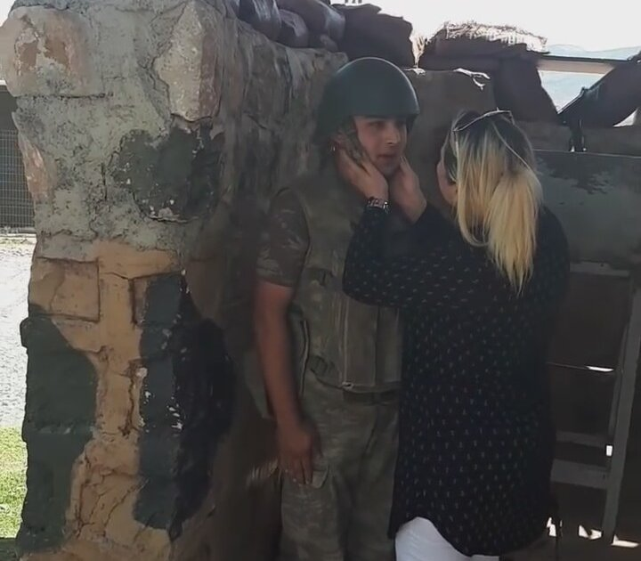 Annesinin Sürprizi ile Afallayan Asker