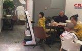 Çin'de Garsonluk Yapan Robotlar