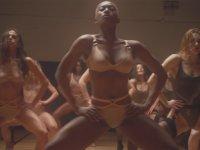 'Ne Karılar Var!' Dedirten İç Çamaşırı Reklamı - Pump It up