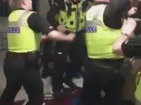 Otel Odasında Pata Küte Adam Döven İngiliz Polisi