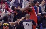 NBA Maçında Yumruklaşan Basketbolcular