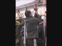 Trenin Tutamağına Elini Sıkıştıran Çinli