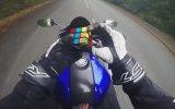 Motosiklet Üzerinde Rubik Küp Çözmek