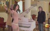 Piyanoyu Çekince Dımdızlak Kalan Piyanist Şakası