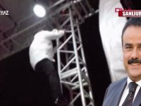 Bülent Serttaş'ın Sahne Direğine Tırmanıp Şarkı Söylemesi