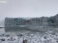 Çözülen Buzuldan Son Anda Kurtulan Turistler
