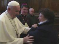 Papanın Yüzüğünü Öpmek İsteyenlerle Mücadelesi