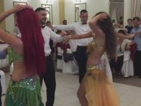 Almanya'da Dansözlü Türk Düğünü