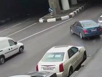Arabayı Park Edemeyince Kamikaze Dalışı Yapan Sürücü