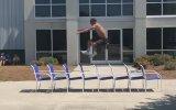 8 Sandalyenin Üzerinden Zıplamak