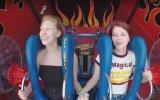 Kızların Ayılmalı Bayılmalı Slingshot Deneyimi