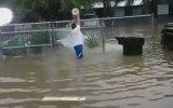 Sel Sularını Boşalttığını Sanan Akıl Küpü
