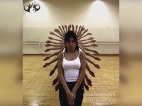 Dansçı Kızların Büyüleyici El Dansı