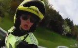Motosiklet Sürücüsüne Vuran Kadın Polis