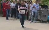Çilli Bom Dansını Şpagat ile Süsleyen Dayı