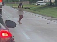 Trafikte Çırılçıplak Kamyoncuyla Tartışan Kadın