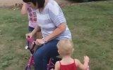 Kızının Bisikletini Pert Eden Anne