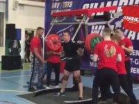 250 Kiloluk Halteri Kaldıramayınca Bacakları Kırılan Halterci (+18)